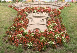 Chatel sur Moselle, floral display