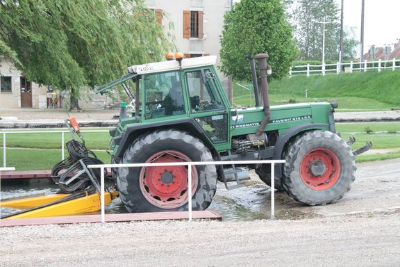 the tractor which pulls