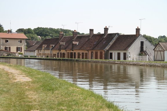 Houses below the canal level
