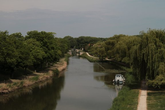 Beyond the aquaduct, Briare