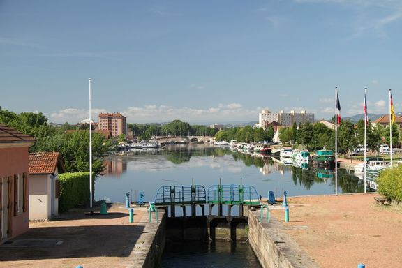 Old port at Roanne, now the marina