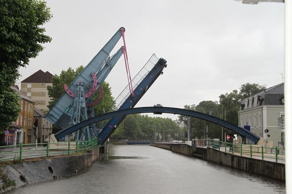 Approaching one of the 3 lifting bridges in Montceau-les-Mines