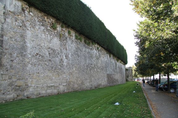 14th C town walls, Meaux