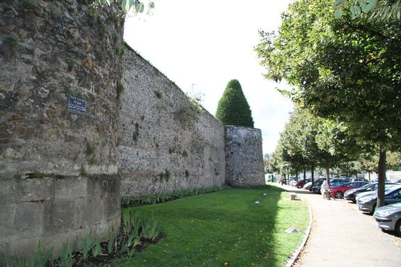 Gallo Roman town wall, Meaux