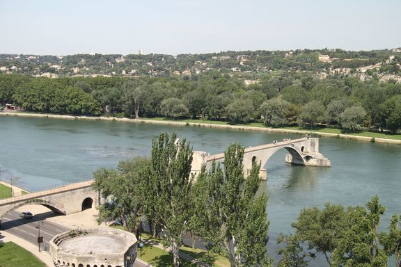 Pont d'Avignon and the Rhone River