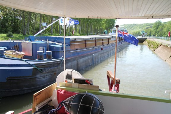 Push- pull commercial barge, Burgundy Canal