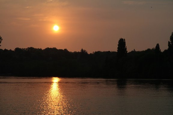Sunset on the Seine River at St Mammes