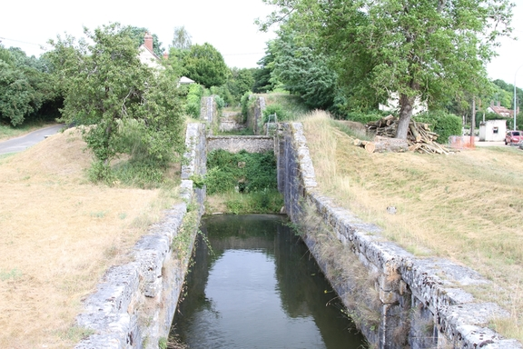 Ancient four lock staircase at Dammarie