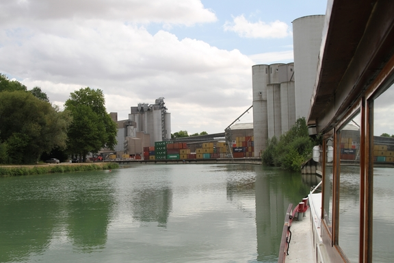 Silos from which the barges are filled