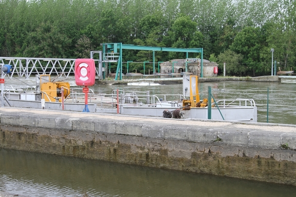 The Yonne in flood at Epineau Lock