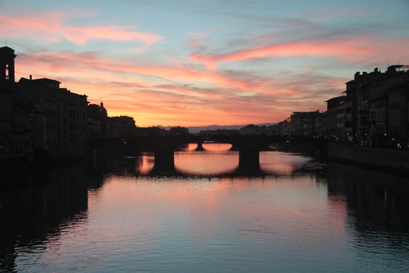 Night view of the Arno River