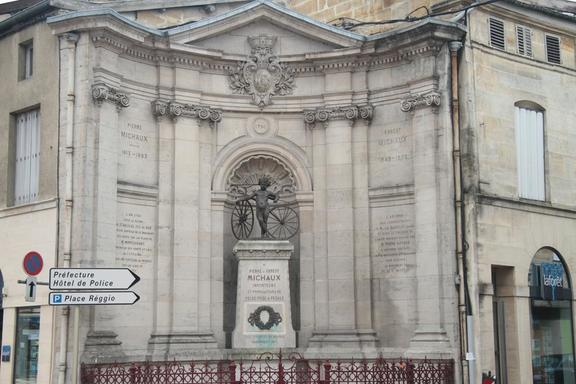 Memorial to velocipede inventors named Michaux, Bar le Duc