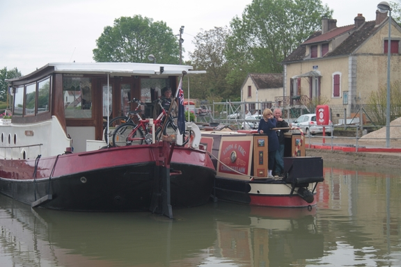 We spent 6 1/2 hours in the lock waiting; the narrow boat was there for 5 hours.