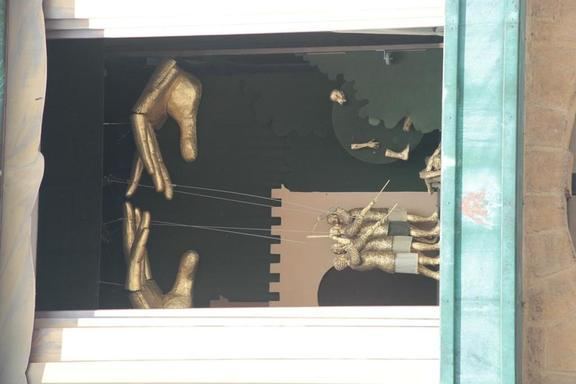 The puppet display