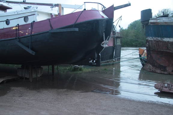 Anja surrounded by floodwaters in the boatyard at Migennes