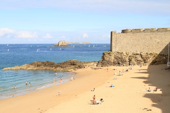 Looking towards the Channel, St Malo Grand Plage