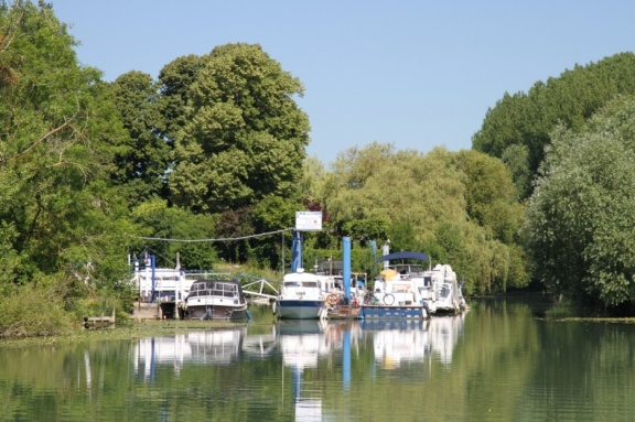 Boats on the Marne river bank
